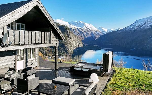 Gezellig vakantiehuis met zicht op een Noorse fjord