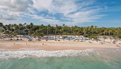 <p>Het resort ligt op 400 m van het strand, in het RIU Resort samen met de hotels Riu Palace Punta Cana, Riu Palace Macao, Riu Palace Bavaro en Riu Bambu. Je zit op 150 m van de Caribische straat en op 40km&nbsp;van Higüey. Het is ongeveer 25 km tot aan de luchthaven, maar je transfer heen en terug is inbegrepen.</p>