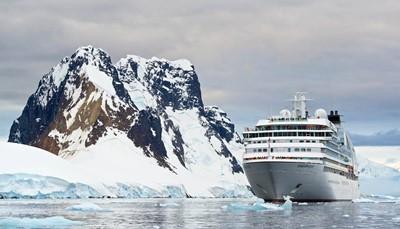 """<div style=""""text-align: justify;""""><span style=""""color:#FF0000;""""><strong>Nadruk op duurzaamheid</strong></span><br /> Aangezien deze reizen gemaakt worden voor en door natuurliefhebbers, is het niet meer dan normaal dat bij expeditiecruises de impact op het milieu zo klein mogelijk wordt gehouden. De schepen waarmee wij samenwerken, behoren de groenste schepen ter wereld. De uitstoot wordt zo veel mogelijk geneutraliseerd, en als er water van het schip in zee terecht komt dan wordt het eerst behandeld, gezuiverd en geneutraliseerd om het plaatselijke ecosysteem niet te verstoren. Ook de bezochte bestemmingen worden in hun natuurlijke staat behouden zonder er schade aan toe te brengen.</div>"""
