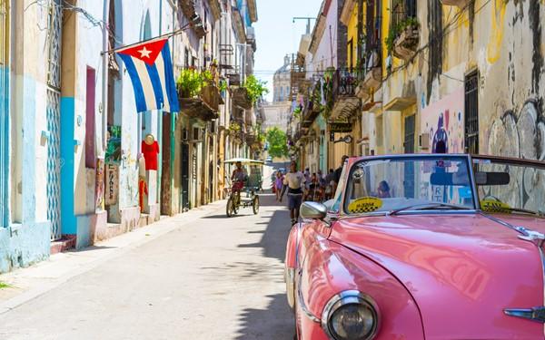 Cuba op het ritme van merengue en salsa