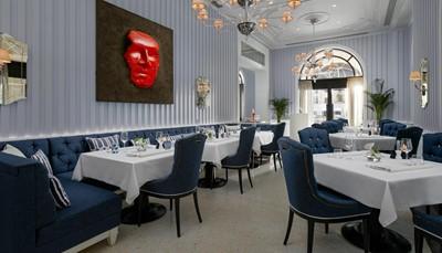 """<div style=""""text-align: justify;"""">Mediterrane en Adriatische specialiteiten vind je in het Dining Room hoofdrestaurant. Hierbij is mogelijkheid tot halfpension. The Italian Garden biedt een fantastisch panorama op de lieflijke baai. Gourmet delicatessen en patisserie worden je aangeboden in de Gourmet Corner.</div>"""