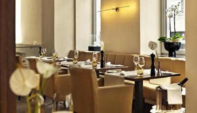 """<p style=""""text-align: justify;"""">&#39;s Ochtends word&nbsp; je verwend met een heerlijk en gevarieerd ontbijtbuffet met verse producten. In de bar geniet je overdag en &#39;s avonds van een drankje, en in het het&nbsp;à-la-carterestaurant van&nbsp;Fleming&#39;s Selection Hotel Wien-City vind je&nbsp;gastronomische internationale gerechten op het menu.</p>"""
