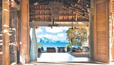 """<div style=""""text-align: justify;"""">Aan de noordkust van Mauritius, in Kalodyne. Het resort biedt een adembenemend zicht op de 5 eilanden aan de noordkust: Coin de Mire, Ile Plate, Ilôt Gabriel, Ile Ronde en Ile aux Serpents. Het Zilwa resort beschikt over 4 stranden en 2 kleine privé-eilanden.</div>"""