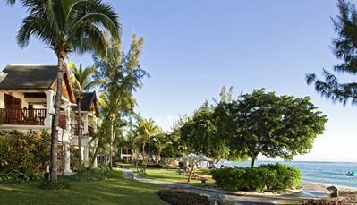 """<p style=""""text-align: justify;"""">Gelegen langs het strand vanWolmar, te midden een prachtige tropische tuin, op 1uur van de luchthaven, geniet het Hilton Mauritius Resort & Spa van een geprivilegieerde ligging aan de westkust, van de winden beschermd. Met zijn geraffineerd decor, zijn lange witte zandstrand en zijn prachtige spa, combineert het Hilton Mauritius Resort & Spa levenskunst en luxe met de charme van de Mauritiaanse gastvrijheid en de knowhow van een befaamde naam in de internationale hotellerie.</p>"""