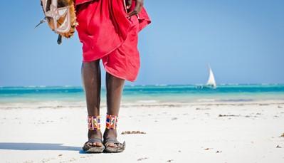 """<div style=""""text-align: justify;"""">Kenia biedt je een unieke combinatie van safari en strand. Wist je trouwens dat Diani Beach het mooiste strand van Oost-Afrika is? Het helderwitte strand ligt aan de Indische Oceaan. In het azuurblauwe water kan je schitterend snorkelen of duiken.<br /> <br /> Mag het allemaal iets rustiger, en wil je vooral relaxen? Dan zijn de kwaliteitsvolle all inclusive hotels vast iets voor jou. De sfeervolle Afrikaanse hotels zijn enorm authentiek, en je geniet er niet alleen van smaakvolle gerechten en dranken, maar ook van Afrikaanse kunst aan de muren en lokale producten in de shops.</div>"""