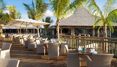 """<div style=""""text-align: justify;"""">Het Zilwa Attitude resort telt 5 restaurants: Karay (hoofdrestaurant, buffet), Lors Disab (restaurant op het strand/lunch & diner), Siaw (Live cooking, Aziatische specialiteiten), Tadka (Live cooking, Indische specialiteiten), Kot Nou (Mauritiaans, à la carte) en ook nog: Taba J (foodtruck) en Gran Zil (eiland waar je kan bbq'en). Het eten is lekker en het personeel staat ten allen tijde met een brede glimlach voor de gasten klaar.</div>"""