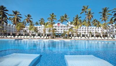 """<div style=""""text-align: justify;"""">De stranden van Punta Cana worden beschouwd als één van de mooiste ter wereld. Hier snuif je de authentieke Caraïbische sfeer op.&nbsp;Hotel Riu Palace Macao (24u All Inclusive)&nbsp;is een indrukwekkend complex in het centrum van&nbsp;Punta Cana. Wanneer je hier verblijft, krijg je ook toegang tot het gloednieuwe Splash Water World, een unieke waterwereld vol attracties en ontspanningsruimten.&nbsp;</div>"""