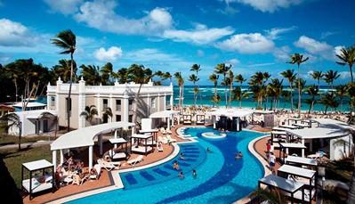 """<div style=""""text-align: justify;"""">HetHotel Riu Palace Bavarobevindt zich op het strand van Arena Gorda, een van de meest paradijselijke stranden van Punta Cana. Dit 24-uurs all-inclusive biedt een grote verscheidenheid aan diensten van buitengewone kwaliteit, waardoor het tot een van de voornaamsteall-inclusive hotels in Punta Canabehoort, en tot de bestehotels in de Dominicaanse Republiek. Wanneer je hier verblijft, dan krijg je ook toegang tot de Splash Water World, een unieke waterwereld vol attracties en ontspanningsmogelijkheden.</div>"""