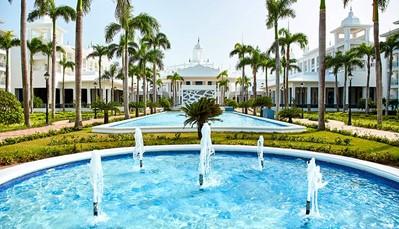 """<div style=""""text-align: justify;"""">HetHotel Riu Palace Punta Canabevindt zich op het paradijselijke strand van Arena Gorda, en beschikt over alle faciliteiten om je vakantie onvergetelijk te maken. Het hotel biedt een 24-uurs-all-inclusiveserviceen beschikt over gratis WiFi, 24 uur per dag roomservice, en tal van culinaire opties om van de beste gastronomie te genieten tijdens je verblijf.Het Hotel Palace Punta Cana bevindt zich in het Resort Riu Punta Cana, waar jetal van diensten en faciliteiten kanvinden, zoals deSplash Water Worldmet haar vele waterattracties, of de discotheek Pachá voor het beste nachtleven.</div>"""