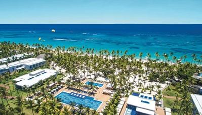 """<p style=""""text-align: justify;"""">Dit hotel ligt direct aan het Arena Gorda-strand, in het Riu Resort samen met de hotels Riu Palace Punta Cana, Riu Palace Bavaro, Riu Naiboa en Riu Bambu. Je verblijft hier op&nbsp;200 m van de Caribische straat, en op 40 km van Higüey. De luchthaven bevindt zicht&nbsp;&plusmn; 25 km verderop&nbsp;(transfer heen en terug inbegrepen).&nbsp;</p>"""