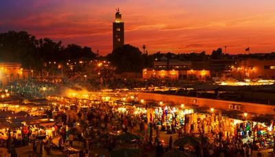 """<div style=""""text-align: justify;"""">Marrakech is een van de vier keizerlijke steden van Marokko. Het was ooit de hoofdstad van een prachtig rijk. Daarom vind je er nu rijkversierde monumenten zoals graftomben van de Sadiërs, het Bahia-paleis of de Koutoubia-moskee. De Marokkaanse cultuur wordt ook weerspiegeld op het Djemee El Fna-plein, waar je in contact komt met de plaatselijke couleur locale. Nabij het authentieke centrum van Marrakech ligt Marrakech-Palmeraie, een groene oase. Dit was vroeger een palmboomkwekerij en nu het decor van enkele mooie hotels.</div>"""