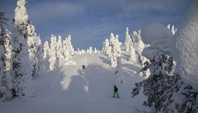 <div>Ruka is één van de mooiste wintersportgebieden van Finland. Het prachtige landschap en<br /> de vele voorzieningen bieden volop mogelijkheden voor deze unieke winterbeleving! Ruka is het oudste en wellicht beroemdste skioord van Finland.<br /> Duur: 3 uur - PRIJS: 69 €/volw – skipas en skimateriaal inbegrepen</div>