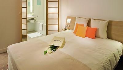 Het hotel biedt 218ruime en modern ingerichte kamers, waarvan 11junior suites, verdeeld over 11verdiepingen. Ze beschikken over een apart toilet en vast tapijt. We reserveren voor jou een classic kamer (25m²) aan de stadskant met zicht op de bergen. Tweepersoonskamer voor alleengebruik. Communicerende kamers en kamer voor rolstoelgebruikers op aanvraag.