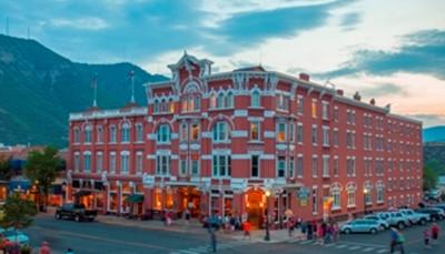 """<p style=""""text-align: justify;"""">Verblijf in Durango als uitvalsbasis voor jouw&nbsp;fietsvakantie.&nbsp;</p>  <p style=""""text-align: justify;"""">Durango is een aangename stad gelegen in de Animas River Valley. In het historische centrum, met gezellige restaurants en cafés, proef je nog de sfeer van het Oude Westen. Bezoek een oude mijn of maak een rit met de stoomlocomotief.</p>"""