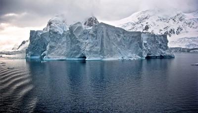"""<div style=""""text-align: justify;""""><span style=""""color:#FF0000;""""><strong>Puur wit</strong></span></div>  <div style=""""text-align: justify;"""">Zweer je bij witte wintervakanties? Dan wachten <strong>Alaska, Lapland</strong> en <strong>Spitsbergen</strong> op jou. Trek zelf over adembenemende gletsjers en zoef met sledehonden over ijslandschappen. Of combineer een ontdekkingsreis met iets meer luxe en vertrek met een cruiseschip op poolexpeditie.</div>"""