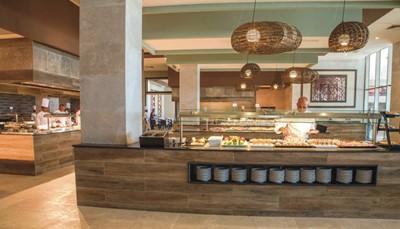 <p><b>Eten &amp; drinken (zie all-in)</b></p>  <ul> <li>2 Hoofdrestaurants</li> <li>Italiaans restaurant</li> <li>Aziatisch restaurant</li> <li>Restaurant op het strand/grill-/steakhouse</li> <li>Deftige kledij gewenst tijdens het avondmaal</li> <li>Lobbybar, salonbar met terras, bar (24/24u.)</li> <li>poolbar/swim-upbar</li> </ul>
