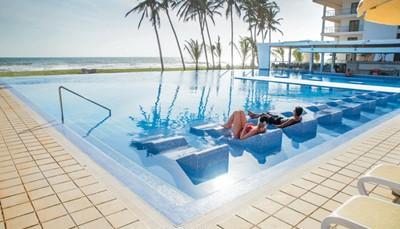 <p><b>Sport &amp; ontspanning</b></p>  <ul> <li>3 Zoetwaterzwembaden, kinderbad, zonneterras</li> <li>Gratis ligzetels aan het zwembad en het strand, gratis parasols aan het zwembad&nbsp;</li> <li>Gratis handdoekenservice</li> <li>Gratis: zie All In</li> <li>Betalend: wellnesscentrum met behandelingen, stoombad (vanaf 18 jaar) en massages</li> </ul>