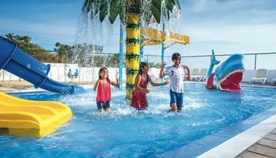 <p><b>Faciliteiten</b></p>  <ul> <li>Kinderspeelruimte</li> <li>Kapsalon</li> <li>Schoonheidssalon</li> <li>Discotheek/karaoke</li> <li>Shop</li> <li>Parking (beperkt aantal plaatsen)</li> <li>Wifi (gratis) in een deel van het resort</li> </ul>
