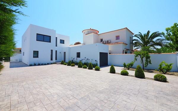 Moderne villa aan de Costa Brava