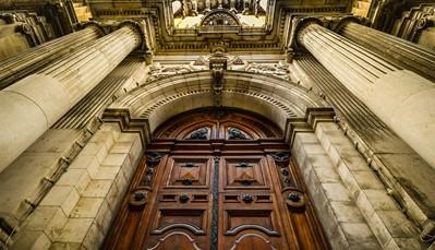 """<div style=""""text-align: justify;"""">Als culturele hoofdstad van 2018 heeft Valletta een ongelooflijk rijk cultureel erfgoed. De barokke stad staat vol architectonische en artistieke voorbeelden van haar legendarische verleden. Maar Valletta is veel meer, het is een bruisende en levendige stad. De drukke cafeetjes, kunstwerken en tentoonstellingen, open pleintjes en de bloeiende markt getuigen hiervan. De programmatie voor het Cultuurjaar is gebaseerd op 4 thema&rsquo;s: Generaties, Routes, Steden en Eilanden. Op basis hiervan zal Valletta een groot aantal evenementen organiseren die andere steden kunnen inspireren. Bezoek http://www.valletta2018.org voor meer details en informatie.</div>"""