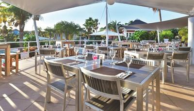 """<div style=""""text-align: justify;"""">In het Chogogo restaurant kan je terecht voor een lekkere lunch of avondmaal, klaargemaakt met verse, lokale producten. Het restaurant serveert &rsquo;s ochtends ook een à la carte ontbijt met eieren, brood, kaas, bacon, fruit, yoghurt en koffie/thee. Wie dus geen zin heeft om zelf te koken, kan voor een goede prijs hier terecht. Ook op het Jan Thiel strand, iets verder, kan je kiezen uit een aantal lokale restaurants.</div>"""