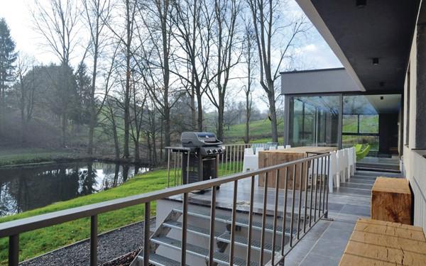 Vakantiehuis met binnenzwembad in Namen