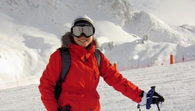 <p><b>Het ski-oord</b><br /> La Toussuire is een familiaal en sportief skioord, thuishaven van Olympisch kampioen Jean-Pierre Vidal (gouden medaille in 2002) en ligt op een groot zonnig plateau, waardoor je een 360° panorama hebt. La Toussuire is het hoogstgelegen skioord van het skigebied van Sybelles, met in de winter rechtstreeks toegang tot meer dan 300 km onderling verbonden pistes. Er is een skiwinkel, gerund door Jean-Pierre VIDAL – Olympisch slalomkampioen in 2002, onderaan de residentie met rechtstreekse toegang tot de pistes.</p>