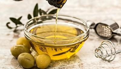 <strong>Leren en degusteren</strong><br /> Ken je graag het verhaal achter een maal? Dan stellen we je gastronomische leeruitstapjes voor. Ontdek op een Italiaans landgoed hoe olijfolie wordt geproduceerd. Of zie hoe je van melk mozzarella maakt. En daarna? Proeven maar!