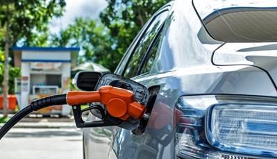 """<span style=""""color:#FF0000;""""><strong>Wat kun je allemaal kiezen bij een huurwagen?</strong></span><br /> <br /> <strong>De tankregeling:</strong> Sunny Cars biedt uitsluitend de klantvriendelijkste tankregelingen, namelijk FF en FP. FF staat voor vol-vol; ophalen én inleveren met volle tank. FP staat voor full-paid; de eerste tank is inbegrepen in de huurprijs en je mag de auto inleveren zonder hem terug vol te tanken."""