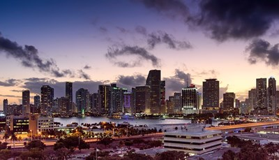 <p>Vandaag kun je Miami ontdekken met o.a. Key Biscayne, Little Havana, Coconut Grove en Bayside Marketplace. Uiteraard wandel of fiets je even doorheen South Beach via Collins Avenue en Ocean Drive.</p>