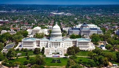 """<p>Bezoek aan Washington D.C. gekend voor """"The White House"""" en uiteraard """"The Mall"""" met zijn verschillende musea en bezienswaardigheden. Uiteraard brengt u ook een bezoek aan het Arlington Cemetery.</p>"""