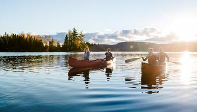 <p>U rijdt tot Nanaimo waar u de ferry neemt tot Horseshoe Bay. Na aankomst rijdt u via de Stawamus Chief (een 700m hoge granietmonoliet) tot Whistler. De thuishaven van de Olympische Spelen van 2010. U kan er kanovaren of met een zipline over en door de bossen scheuren.</p>