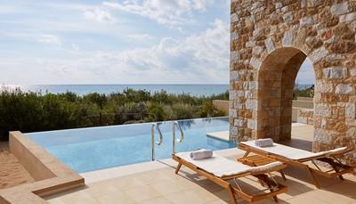 Familie suite 70-80 m&sup2; tuinzicht of zicht op het resort (max. 4 volw. + 1 kind of 2 volw. + 3 kinderen)<br /> Premium suite 70-80 m&sup2; frontaal zeezicht (max. 4 volw. + 1 kind of 2 volw. + 3 kinderen)<br /> Infinity suite 70-80 m&sup2; tuinzicht of zicht op het resort met privé zwembad (max. 4 volw. + 1 kind of 2 volw. + 3 kinderen)<br /> Premium Infinity suite 70-80 m&sup2; met frontaal zeezicht en privé zwembad (max. 4 volw. + 1 kind of 2 volw. + 3 kinderen). <em>Op de foto zie je een Premium Infinity Suite</em><br /> &nbsp;