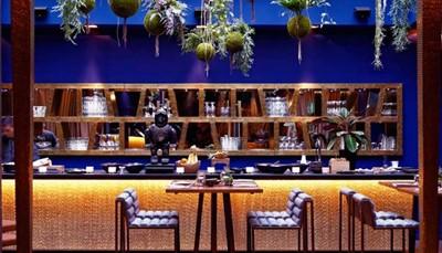 Viersterrenhotel 1K is een trendy designhotel in de Marais, die tot de meest bruisende wijken van de lichtstad behoort. 1K heeft een heerlijk restaurant (aanbevolen door Gault&amp;Millau met een score van 13/20) met een moderne, niet-alledaagse keuken en originele, ronduit prachtige kamers. Een hotel dat lééft, met een bar die ook zijn deuren openzet voor de &#39;locals&#39; en zo de totaalervaring compleet maakt in het Parijs van de Parisiens. Het thema omvat het rijk van de Incas met maskers uit Peru, Inca-motieven en versieringen,... een cultuurschok in het hart van de Marais. Het museum ligt in dezelfde wijk als het hotel, op vijftien à twintig minuten wandelen.<br /> &nbsp;