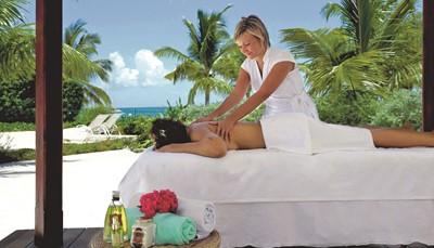 <ul> <li>Roomservice 24 uur per dag</li> <li>Zwembad met kindergedeelte</li> <li>Gratis jacuzzi</li> <li>Gratis ligstoelen, parasols en badhanddoeken bij het zwembad</li> <li>Zonneterras</li> <li>Speeltuin</li> <li>&#39;Renova Spa&#39; met verschillende behandelingen, kapsalon en massage (tegen betaling)</li> <li>Gratis fitnessruimte</li> <li>Computers met internet (tegen betaling)</li> <li>Gratis wifi</li> <li>Kiosk</li> </ul>