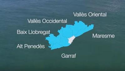 """<span style=""""color:#000000;""""><strong>Wat is de Costa Barcelona eigenlijk?</strong></span><br /> De Costa Barcelona bestaat uit zes kustgebieden of <em>comarcas</em> die rond de stad Barcelona liggen : Vallès Oriental, Vallès Occidental, Maresme, Garraf, Alt Penedès, en Baix Llobregat. Ze zijn allemaal vlot bereikbaar vanuit de Catalaanse hoofdstad, dus verlaat de platgetreden paden en ga op verkenning uit. Wij geven je alvast voor elk gebied mee wat er niet op je bucket list mag ontbreken.<br />"""