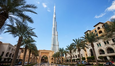 "<div style=""text-align: justify;"">Op deze groepsexcursie maak je kennis met alle toeristische hoogtepunten van Dubai. Je bezoekt de Madinat Jumeirah Souk, en maakt een fotostop aan o.a. Palm Jumeirah &amp; Atlantis The Palm, de Dubai Marina, Ski Dubai, Burj Khalifa &amp; de Dubai Fountain.</div>"