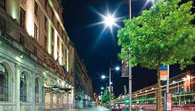 <p>De ligging van dit hotel is ideaal om Dublin te verkennen. In de omgeving vind je winkelstraten als Grafton Street en Henry Street, theaters en beroemde evenementenlocaties zoals het Gate Theatre en de National Concert Hall, en een aantal van de beroemdste plekken van Dublin, waaronder het Croke Park en de Temple Bar. Het hotel ligt niet ver het tramstation Abbey Street, vanwaar je gemakkelijk naar andere delen van de stad reist.</p>