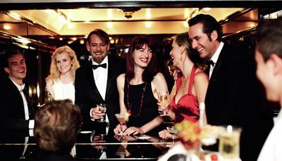 <p><br /> <strong>Ontspannen</strong></p>  <p>De intieme, sfeervolle Bar Car is het hart van de trein en de ideale ontmoetingsplaats voor en na het eten, met live pianomuziek. Boutique in het Lalique-rijtuig.<br /> <br /> &nbsp;</p>