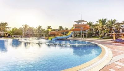 Het resort beschikt over vijf zwembaden en drie glijbanen. Tel daarbij de uitgebreide kinderanimatie en de kinderclubs per leeftijdscategorie, en je begrijpt waarom kinderen van alle leeftijden zich hier thuis voelen.