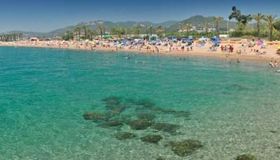 """<span style=""""color:#FF0000;""""><strong>Maresme: paradijs voor waterratten</strong></span><br /> Met een kustlijn van 40 kilometer, is het niet moeilijk te zien waarom in Maresme alles rond de zee draait. De zandstranden zijn het kenmerk van deze regio, of ze nu groot en breed zijn zoals die van Calella en Santa Susanna, of klein en verborgen zoals die van la Vinyeta en Roca Grossa. Het aanbod aan watersportmogelijkheden is er groot: kajakken, surfen, zeilen of duiken: hier komen alle waterratten aan hun trekken.<br />"""