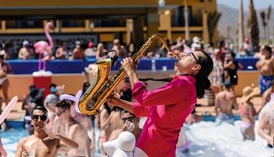 """<span style=""""color:#FF0000;""""><strong>Nieuw: de RIU Pool Party!</strong></span><br /> <br /> Come join the party in de splinternieuwe party pool tegenover het Riu Bambu (net buiten de hotels, maar binnen het RIU Resort). Voor wie eens wat anders wilt dan een dagje aan het zwembad, strand of in de bar…"""