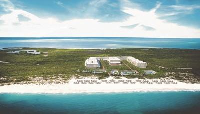 <p><br /> Het hotel ligt direct aan de zee.<br /> Je wandelt dus zo het strand op.<br /> Het centrum van Cancun ligt op 18 km,<br /> net zoals het winkelcentrum.<br /> De luchthaven ligt op ongeveer 35 km van het hotel,<br /> maar het vervoer heen en terug is voorzien en inbegrepen in de prijs.</p>