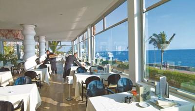 <h5>&middot;&nbsp;&nbsp;&nbsp;&nbsp;&nbsp;&nbsp;&nbsp;&nbsp; Een van de beste hotels van het eiland</h5>  <h5>&middot;&nbsp;&nbsp;&nbsp;&nbsp;&nbsp;&nbsp;&nbsp;&nbsp; Service vanuit het hart</h5>  <h5>&middot;&nbsp;&nbsp;&nbsp;&nbsp;&nbsp;&nbsp;&nbsp;&nbsp; Uitstekende buffetten</h5>  <h5>&middot;&nbsp;&nbsp;&nbsp;&nbsp;&nbsp;&nbsp;&nbsp;&nbsp; Zeer mooie en grote tuin met palmbomen</h5>  <h5>&middot;&nbsp;&nbsp;&nbsp;&nbsp;&nbsp;&nbsp;&nbsp;&nbsp; Aan zee, directe toegang tot de promenade</h5>