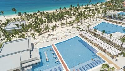<p>Riu Republica***** in Punta Cana ervoer in zomer 2017 een grootse uitbreiding, een jaar na zijn opening in zomer 2016. Het Adults Only hotel aan een nieuwe strandzone biedt nu meer kamers en meer services aan, zoals de 24 uur all-in service. Daarnaast kun je vanaf 18 november 2017 genieten van veel nieuwe faciliteiten. Zo zijn er in het totaal 8 zwembaden met 3 swim-upbars, 2 hoofdrestaurants en maar liefst 7 themarestaurants. Maar dat is nog niet alles. Het vijfsterrenhotel beschikt nu ook over een eigen Splash Water World met 4 glijbanen. In Riu Republica kun je dus samen met je partner of vrienden zorgeloos genieten van gastronomie, waterpret en zoveel meer.<br /> &nbsp;</p>