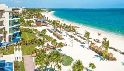 Dit resort heeft een perfecte ligging, direct aan het strand. Ook in de nabije omgeving is het rustig, zodat je optimaal van je vakantie kan genieten. De luchthaven ligt op&nbsp;&plusmn; 14 km&nbsp;van het resort. Je transfer heen en terug is reeds inbegrepen, zodat je meteen bij aankomst onbezorgd aan je vakantie kan beginnen.&nbsp;<br /> &nbsp;