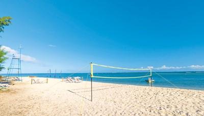 Ook op het strand verveel je je niet. Alles is voorhanden voor watersporten als kajakken, stand up surfing (SUP) of snorkelen. Of waarom waag je je niet eens aan windsurfen? De golven op Mauritius zijn er zeker geschikt voor. Alles is ook aanwezig voor een partijtje strandvolleybal. Er is één proefles duiken in het zwembad inbegrepen.&nbsp;<br /> &nbsp;