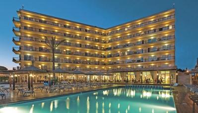 """<div style=""""text-align: justify;"""">Hotel THB El Cid Class is de ideale uitvalsbasis voor je deelname aan de marathon van Mallorca. Het hotel ligt vlak aan het strand en aan de promenade. Sinds 2017 richt dit fantastisch gelegen hotel zich volledig op volwassenen vanaf 18 jaar. Een rustig dagje aan het zwembad, een verfrissende duik in zee, joggen langs het strand, fitness, sauna of een fietstochtje... aan jou de keuze!</div>"""