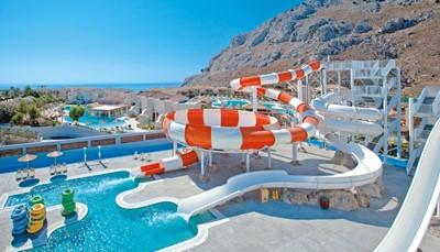 <p>Het hotel beschikt over drie zwembaden, een bubbelbad in openlucht en een kinderbad.<br /> De kinderen kunnen zich uitleven op een snelle glijbaan, een multiglijbaan, een tube glijbaan, een trechter glijbaan, een boomerang, en een lazy river. Voor de kleintjes is er het waterspuitpark en het kids miniglijbanenpark. Ligzetels en parasols zijn gratis aan de zwembaden (betalend aan het strand).</p>