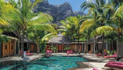 Een ideaal hotel voor liefhebbers van grote luxe in een betoverende en ontspannen sfeer.<br /> Het spectaculaire schiereiland Le Morne, en de elegantie van het domein<br /> De mooiste Spa van het eiland<br /> Uitstekende gastronomie en zeer verfijnde service<br /> Een ruimte voor volwassenen voorbehouden<br /> Toegang tot het golfparcours van de buur Le 'Paradis',<br />